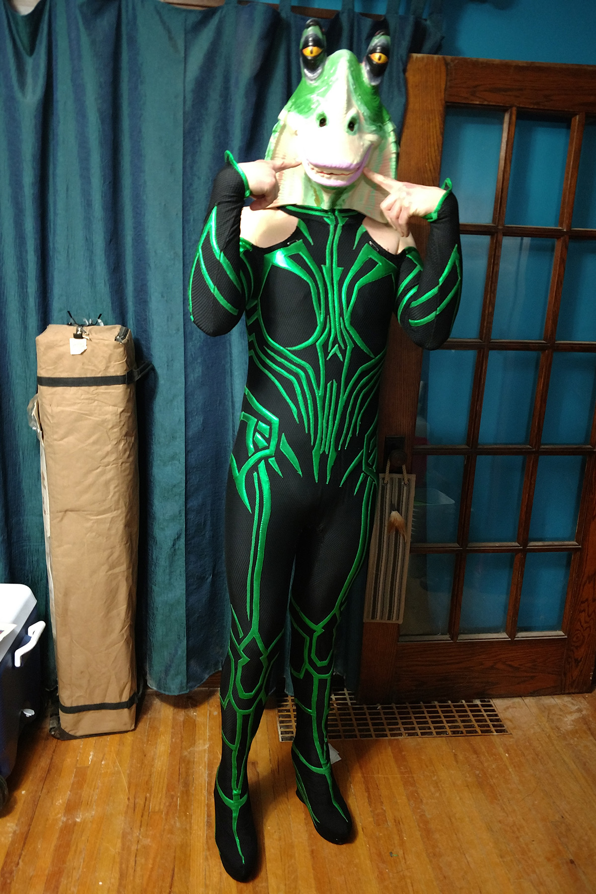 A man in a Hela costume, with a fully painted Hel Hel Binks mask.