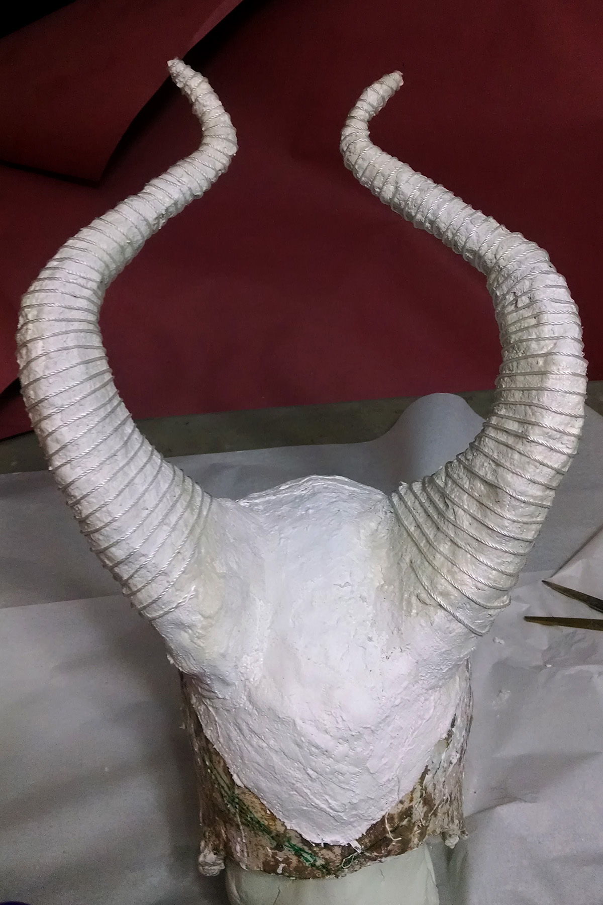 Twine has been wrapped around the horns to give them a ridged appearance.